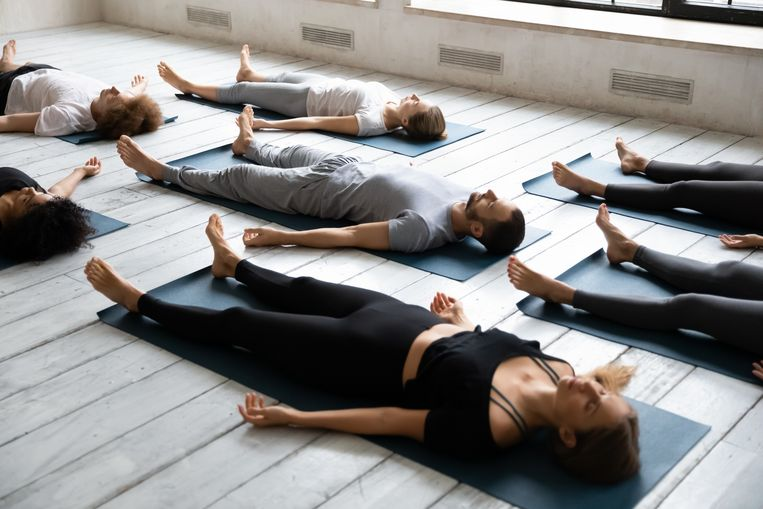 Slaapyoga, oftewel yoga nidra, is een nieuwe trend. Beeld Colourbox