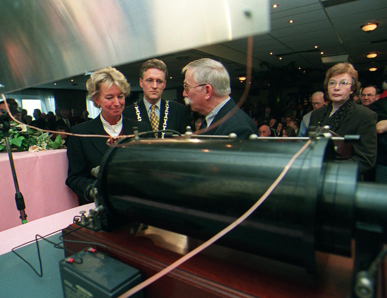 De opening van het museum in 1999 met (vlnr) staatssecretaris De Vries, burgemeester Jorritsma en Cor Moerman.