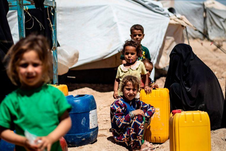 Kinderen in het kamp Al Hol, in Koerdische gebied in Syrië. Beeld AFP