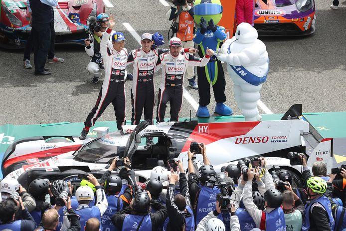 Alonso (r), met zijn collega's.