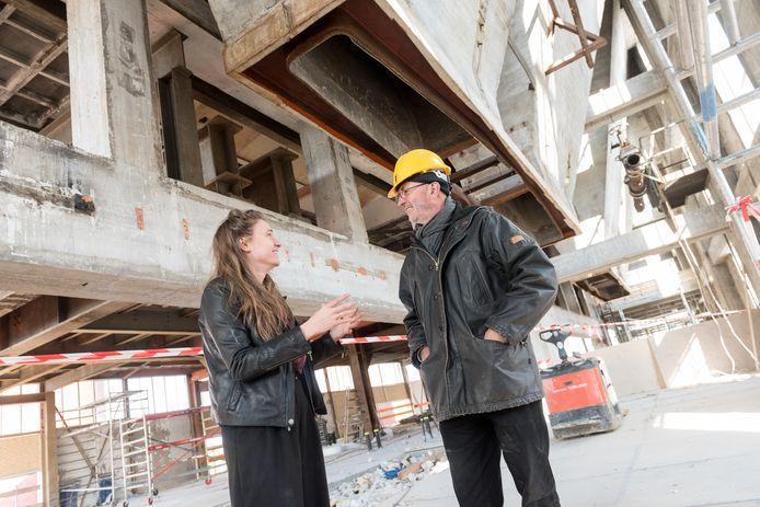 Janne met vader Ad van Berlo tijdens de verbouwing van het Innovation Powerhouse. Vermeer fotografie