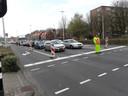 Verkeersregelaars leidden op de kruising Ringbaan West-Hart van Brabantlaan 24 uur per dag het verkeer in goede banen.