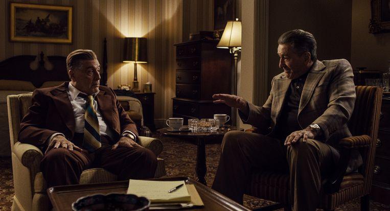 Jimmy Hoffa (Al Pacino) en Frank Sheeran (Robert De Niro) in The Irishman. Beeld