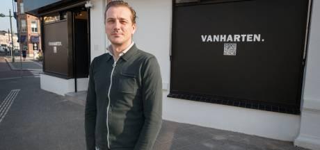 Edelsmid Kees-Jan van Harten wil klanten verleiden met sieraden en de geur en klanken van zijn atelier