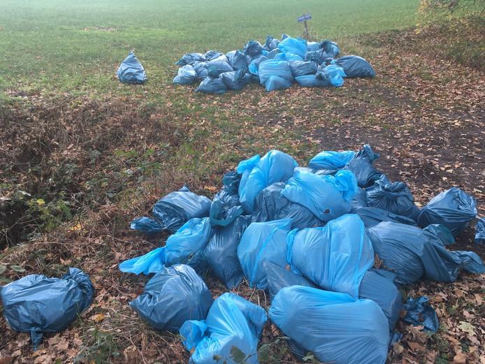 Eén van de twee dumpingen van hennepafval, die maandagochtend zijn ontdekt.