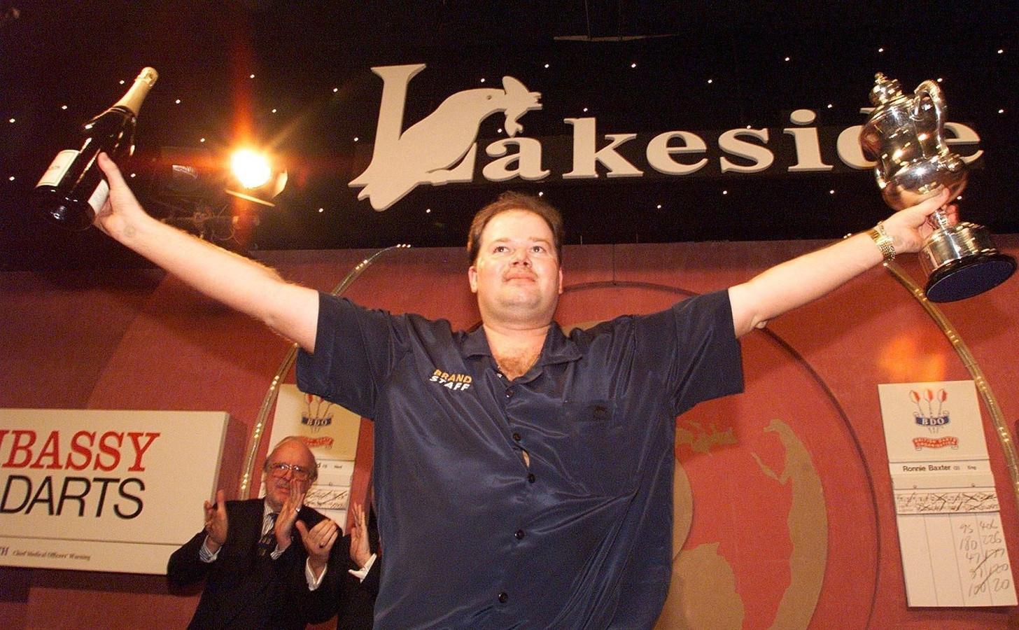 Raymond van Barneveld, in 1999 als winnaar van de Embassy.
