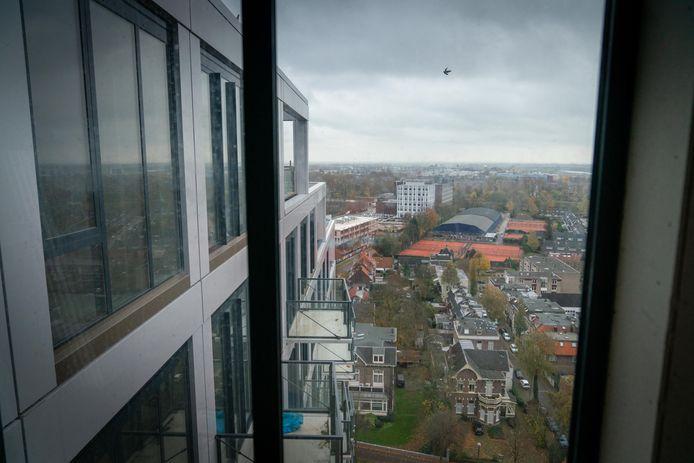 Het uitzicht vanuit een van de appartementen van High Park, het voormalige ING-complex aan de Velperweg in Arnhem.