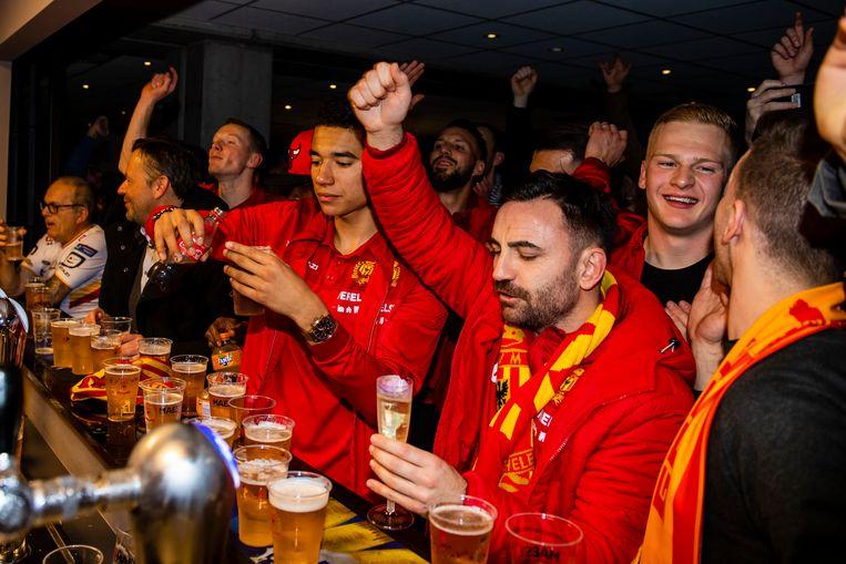 Kaya verkoos een glas champagne boven bier...