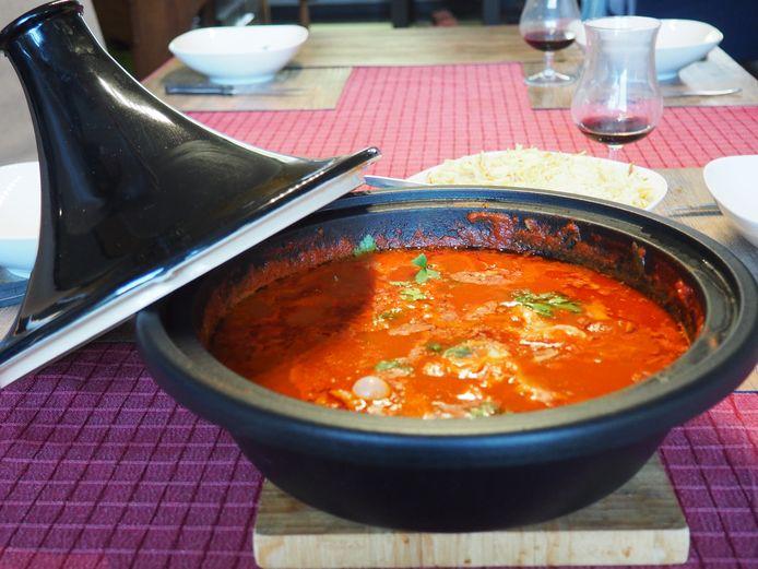 Zahia's Cuisine: tajine met kefta in tomatensaus