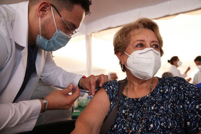 Nederland zoekt mensen die het AstraZeneca-vaccin willen nemen.