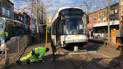 Tram ontspoort aan wissel op Gemeenteplein Mortsel: dagenlang hinder op tramlijn
