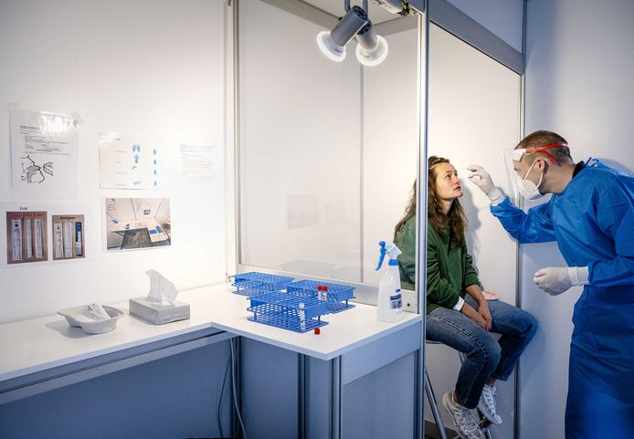 Testen op het coronavirus bij de Jaarbeurs in Utrecht.
