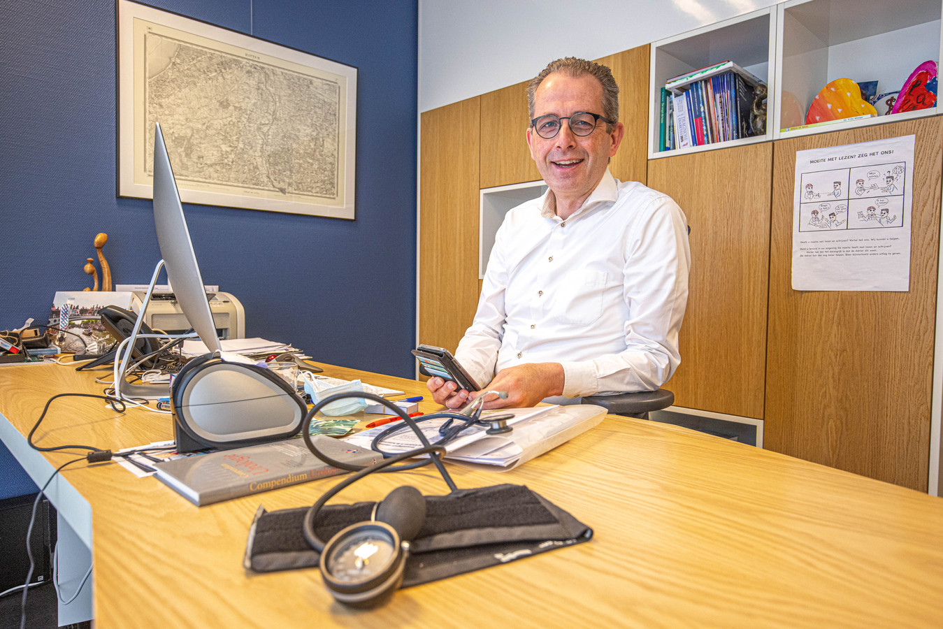 Huisarts Marco Blanker is blij dat het initiatief Prullenbakvaccin.nl, waar hij zich bij heeft aangesloten, zo populair is.