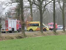 Brandweer redt man uit ijskoude sloot bij Lochem
