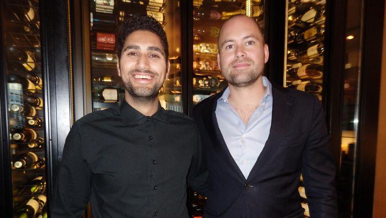 Head bartender Adam Budek en general manager Michiel Dekker van Izakaya. 'Warme sake werd snel populair, maar is daar heel lang in blijven hangen. De betere restaurants schenken koud.' Beeld Hans van der Beek