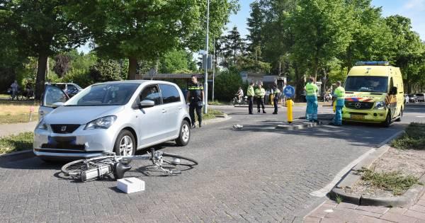 Fietser zwaargewond naar ziekenhuis na botsing met automobiliste in Goirle.