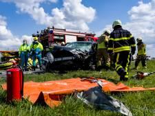 Auto en busje botsen frontaal op N285 bij Terheijden: zeker drie gewonden