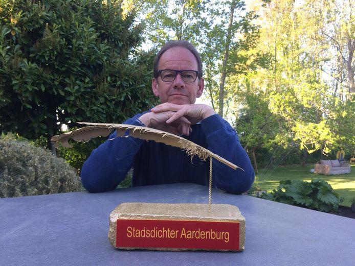 Rogier de Jong is zaterdag tot de eerste Stadsdichter van Aardenburg gekozen.