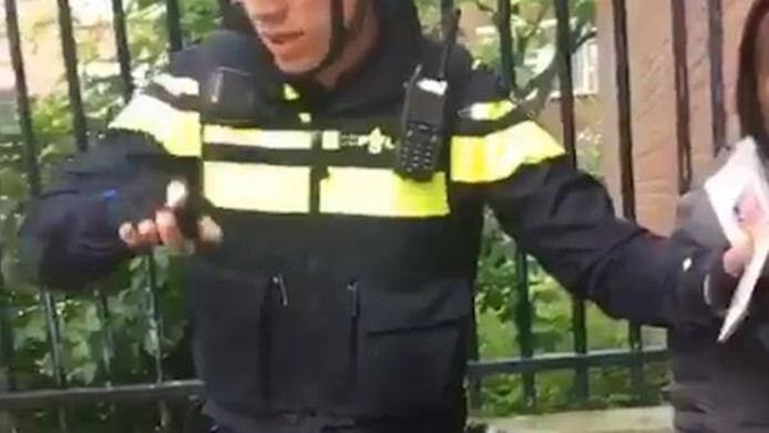 Screenshot video van scheldende agenten in Den Haag.