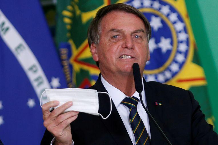 De Braziliaanse president Jair Bolsonaro heeft zich tijdens de pandemie regelmatig uitgesproken tegen van het dragen van mondkapjes. Beeld REUTERS