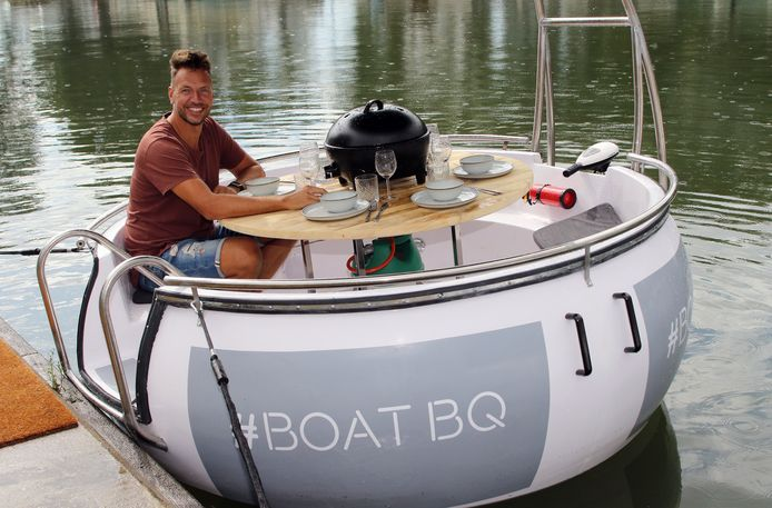David Stuyck nam voor de foto plaats in één van de twee Boat BQ-'s die aan wal liggen in de Herentalse jachthaven