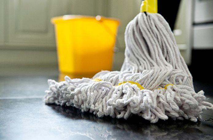 Tegenwoordig zijn de woon- en leefomstandigheden zo goed dat een jaarlijkse grote schoonmaakbeurt niet meer zo hard nodig is.