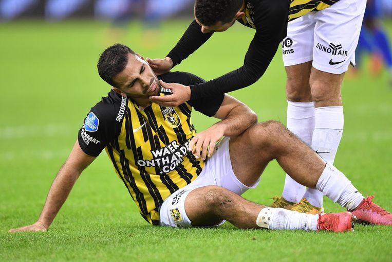 Oussama Tannane in de wedstrijd tegen Heerenveen (1-1) nadat hij weer een schop heeft gekregen.  Beeld Paul Meima