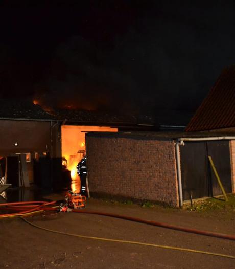 Brand in Zetten, mogelijk asbest vrijgekomen