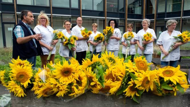 Zonnebloemen voor medewerkers thuiszorg: 'Dit is geweldig, overweldigend'