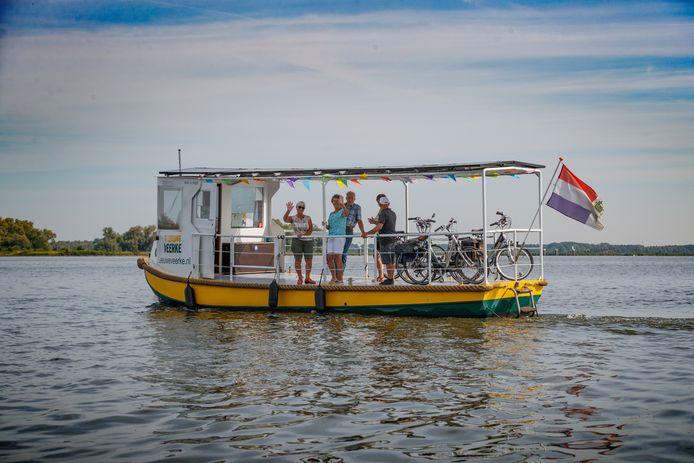't Leeuweveerke, vaart tussen Lage Zwaluwe en Werkendam.