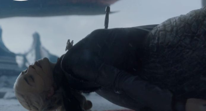 Drogon tilt Daenerys op.
