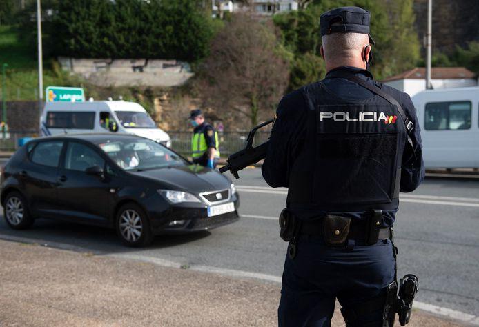 Spaanse politie controleert de Frans-Spaanse grens. Beeld ter illustratie.