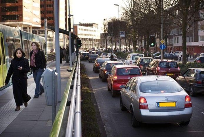 Verkeersdrukte op de Graadt van Roggenweg