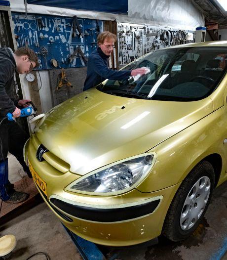 Wie weet een zorgheld voor gouden auto uit Sterksel?