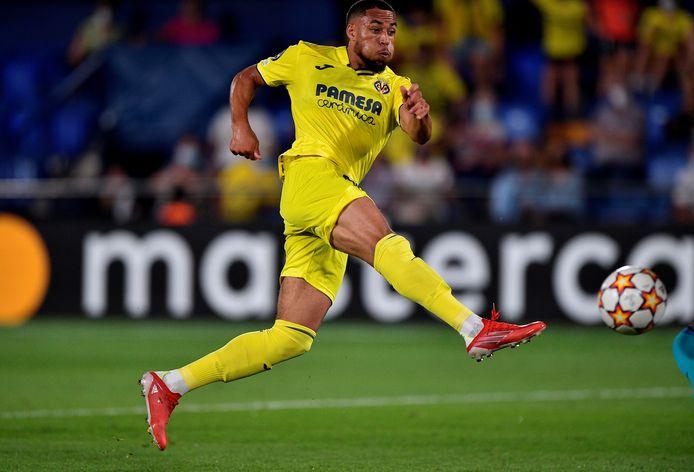 Arnaut Danjuma Groeneveld schiet de 2-1 binnen namens Villarreal tegen Atalanta, maar Robin Gosens zou daarna nog de 2-2 maken.
