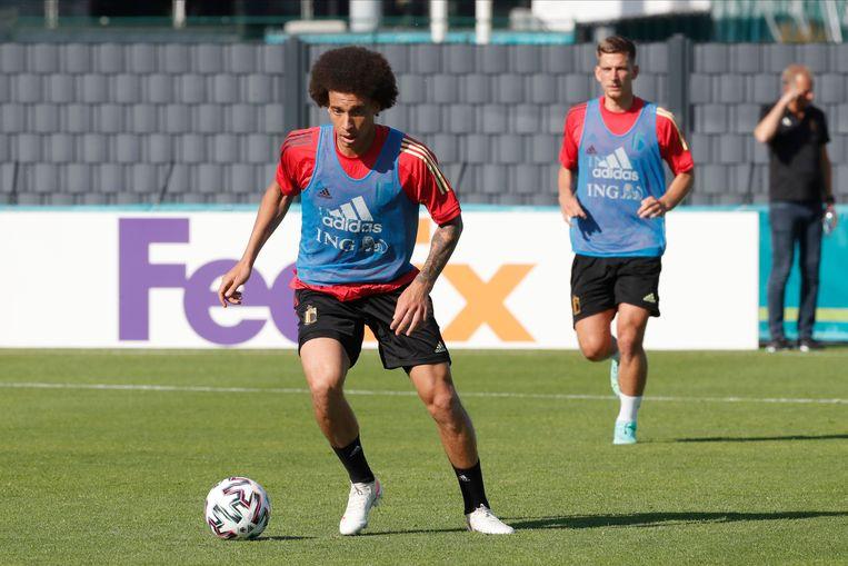 Axel Witsel zou dicht bij zijn terugkeer staan. Mogelijk speelt hij donderdag al mee in de tweede groepswedstrijd tegen Denemarken. Beeld Photo News