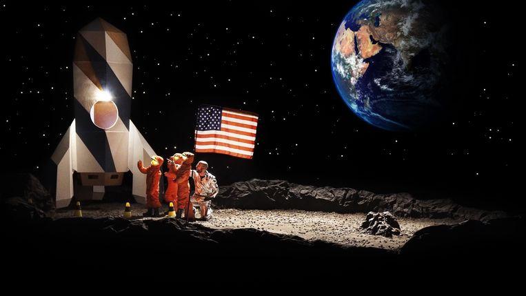 Wat gebeurt er als je kinderen wijsmaakt dat ze op de maan landen? Staf Coppens zoekt het uit in 'Dat Belooft voor Later'.