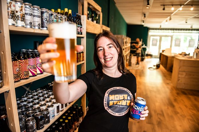 Diny Beverwijk opent zaterdag haar bierwinkel 'Mout & Stout' voor liefhebbers van speciaalbieren.