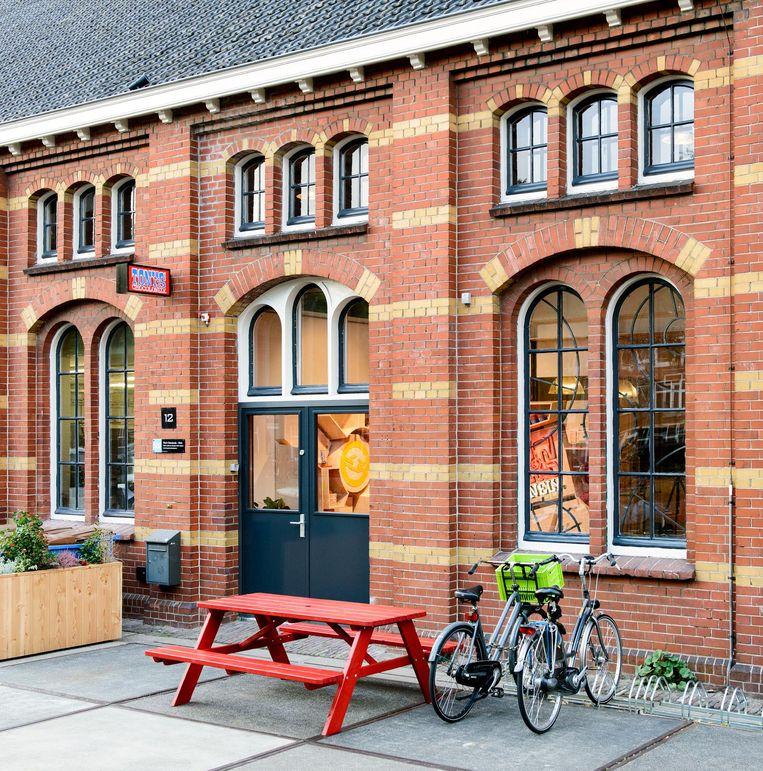 De winkel zit naast het kantoor van Tonys Chocolonely. Beeld Tonys Chocolonely