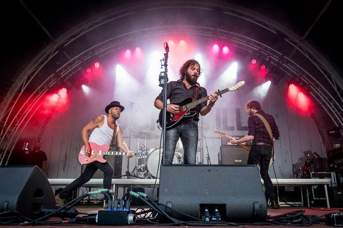 Bökkers tijdens een optreden op Tuckerville 2017 op Het Rutbeek.