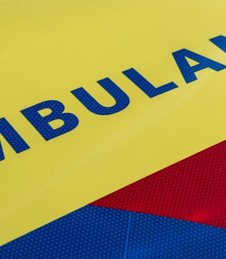 Automobilist raakt gewond na harde botsing tegen boom in Zuidhorn