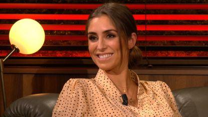 Actrice Kim Van Oncen kondigt zwangerschap aan in Gert Late Night