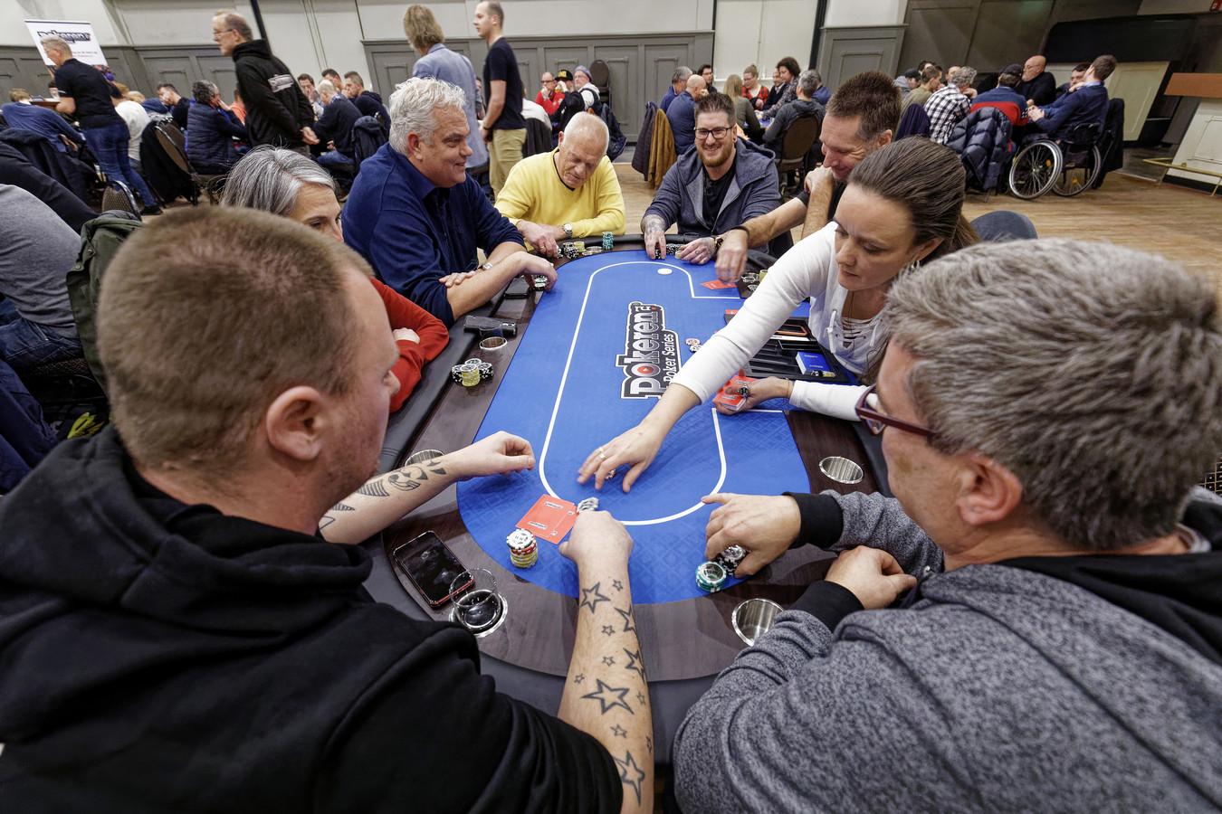 Vrijwel alles draait om de fun bij Poker Series in De Kentering in Den Bosch
