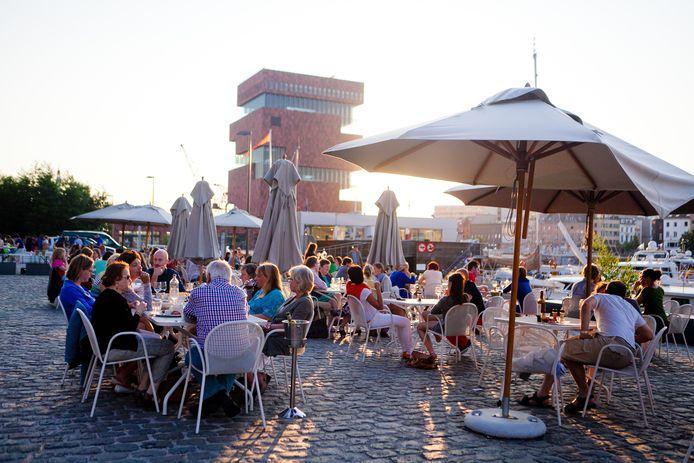 Het terras van Felix Food Klub vorig jaar. Dit jaar zal het er iets anders uitzien, met picknickzones en foodtrucks.