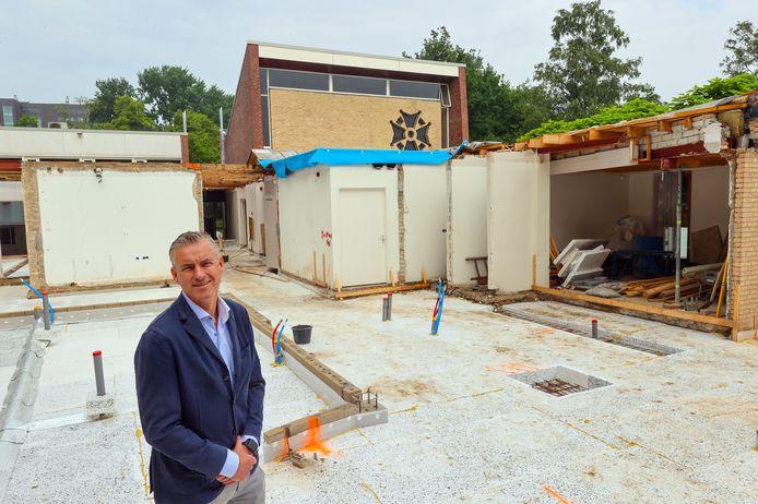 Michael Thijssens, eigenaar van uitvaartverzorging Van der Stappen gaf in juni dit jaar tekst en uitleg over de verbouwing van het Genneper Afscheidshuis in Eindhoven.