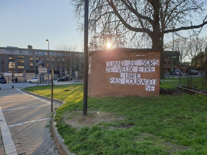 Affiches placardées dans le centre-ville de Charleroi en préambule à la journée du 8 mars