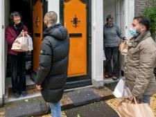 Maaltijd van Moskee Al Fath voor buurt in Arnhem: 'Ik vind dit zó lief '
