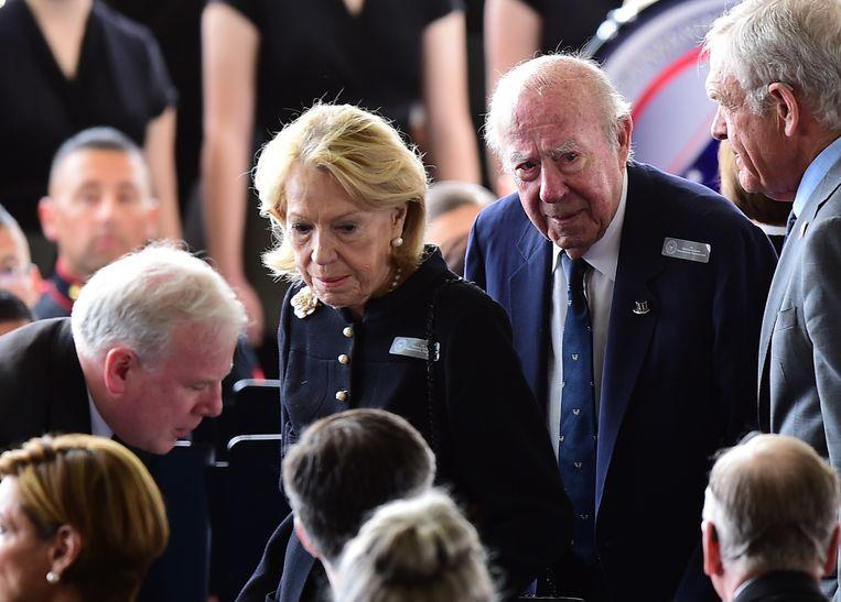 Voormalig buitenlandminister George Schultz en zijn vrouw Charlotte Mailliard. Beeld AFP