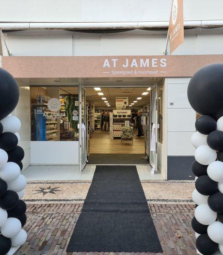 Winkel 'At James' opent feestelijk de deuren in Elburg