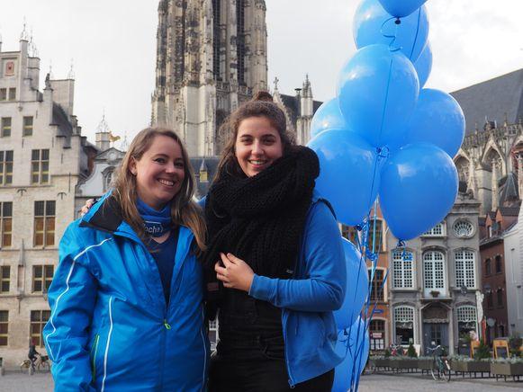 Maxime Mertens en Maartje Roskams vroegen op de Grote Markt van Mechelen aandacht voor diabetes.